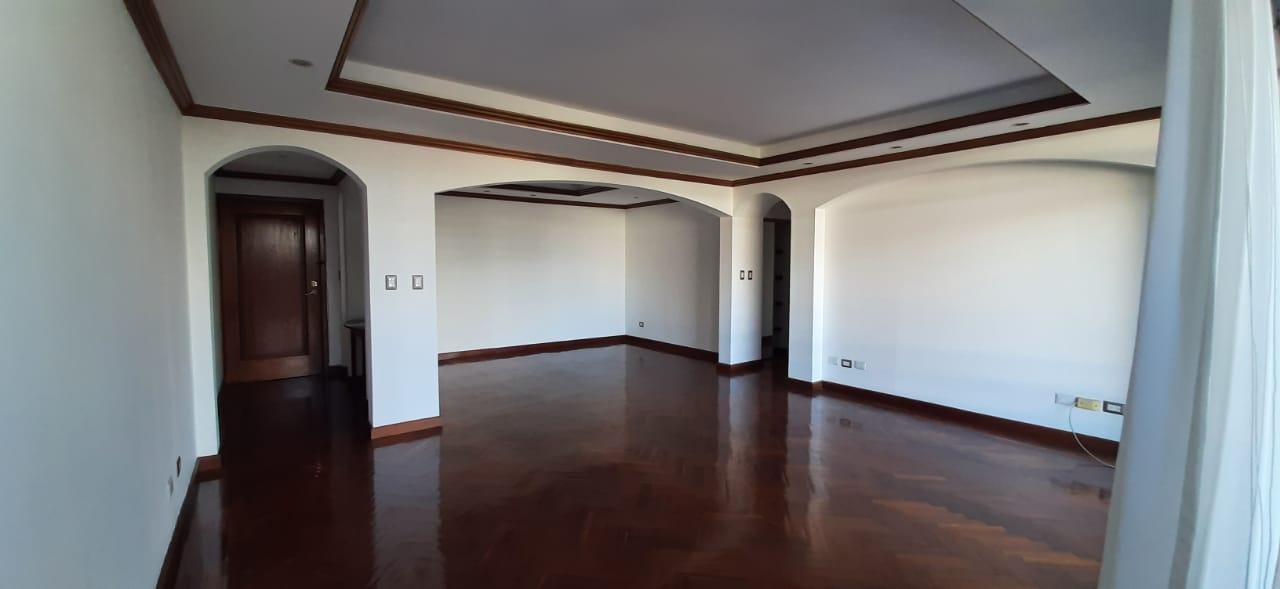 Amplio Apartamento en Alquiler en Zona 14