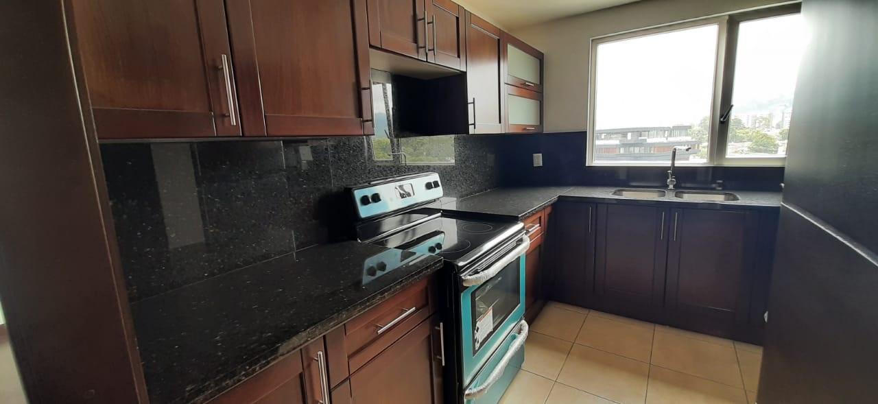 Apartamento en Alquiler en Zona 14, Excelente ubicación